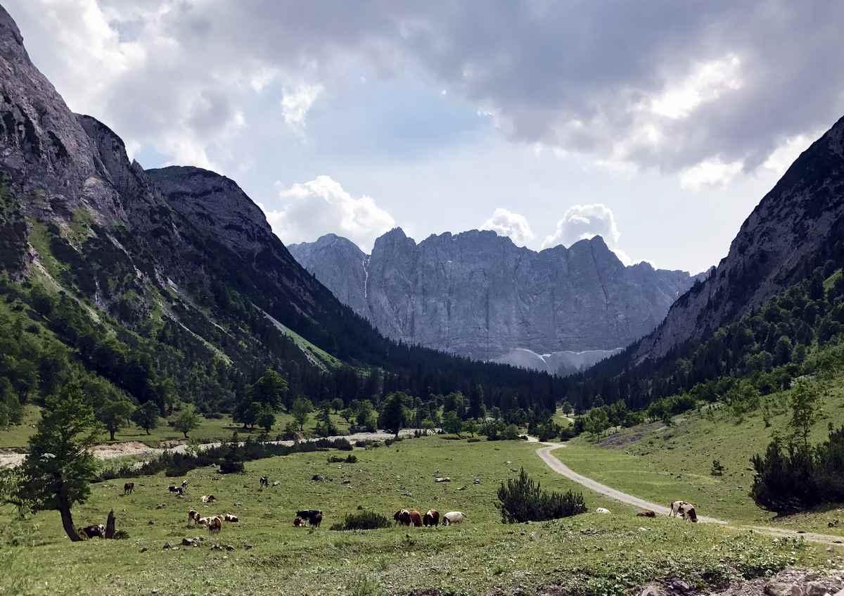 Die Karwendeltour Hüttenwanderung durch das beeindruckende Laliderertal